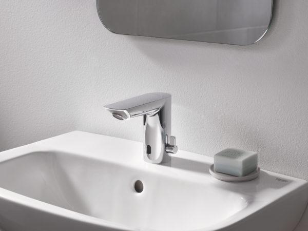 Zdjęcie GROHE Eurosmart Cosmopolitan E – bateria umywalkowa na podczerwień z mieszaczem 36451000